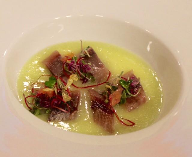 Sardinas ahumadas con infusión de parmesano y sopa de melón