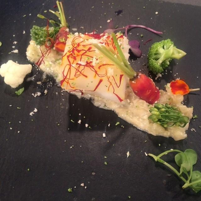 Bacalao con piel de azafrán y risotto de hinojo
