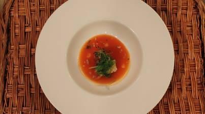 Tataki de atún rojo con gazpacho de sandía y azafrán