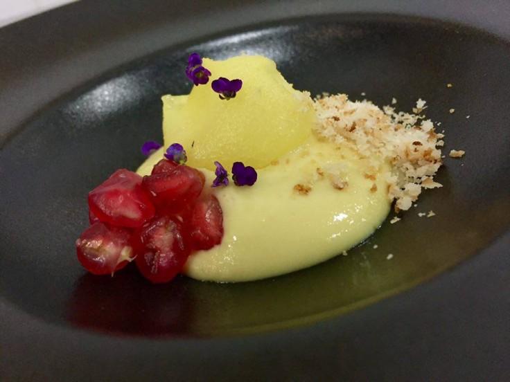 Piña y Granada con Crema de Mazapán y Azafrán