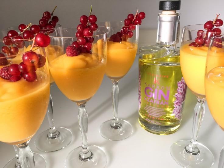Sorbete de mango y karkom gin